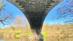 Le croisement de la rivière sous le pont Moutiers sous Argenton FONTENY Aloïs